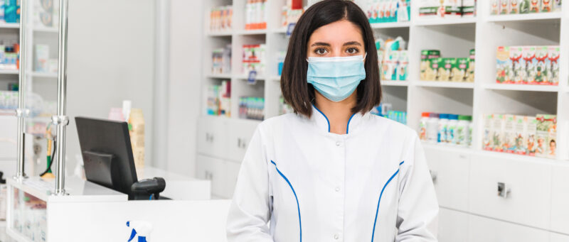 Why-Should-You-Become-a-Pharmacy-Assistan